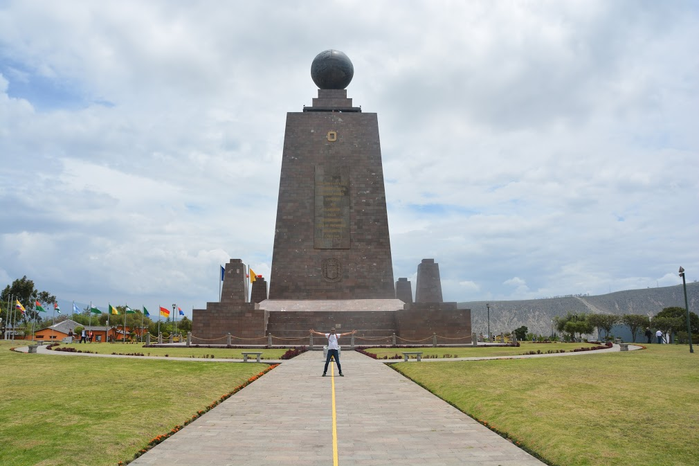 Equator Line, Equator Line Tour, Equator Line Day TRip, Ecuator Line Trip, How to visit Equator Line, ecuatouring