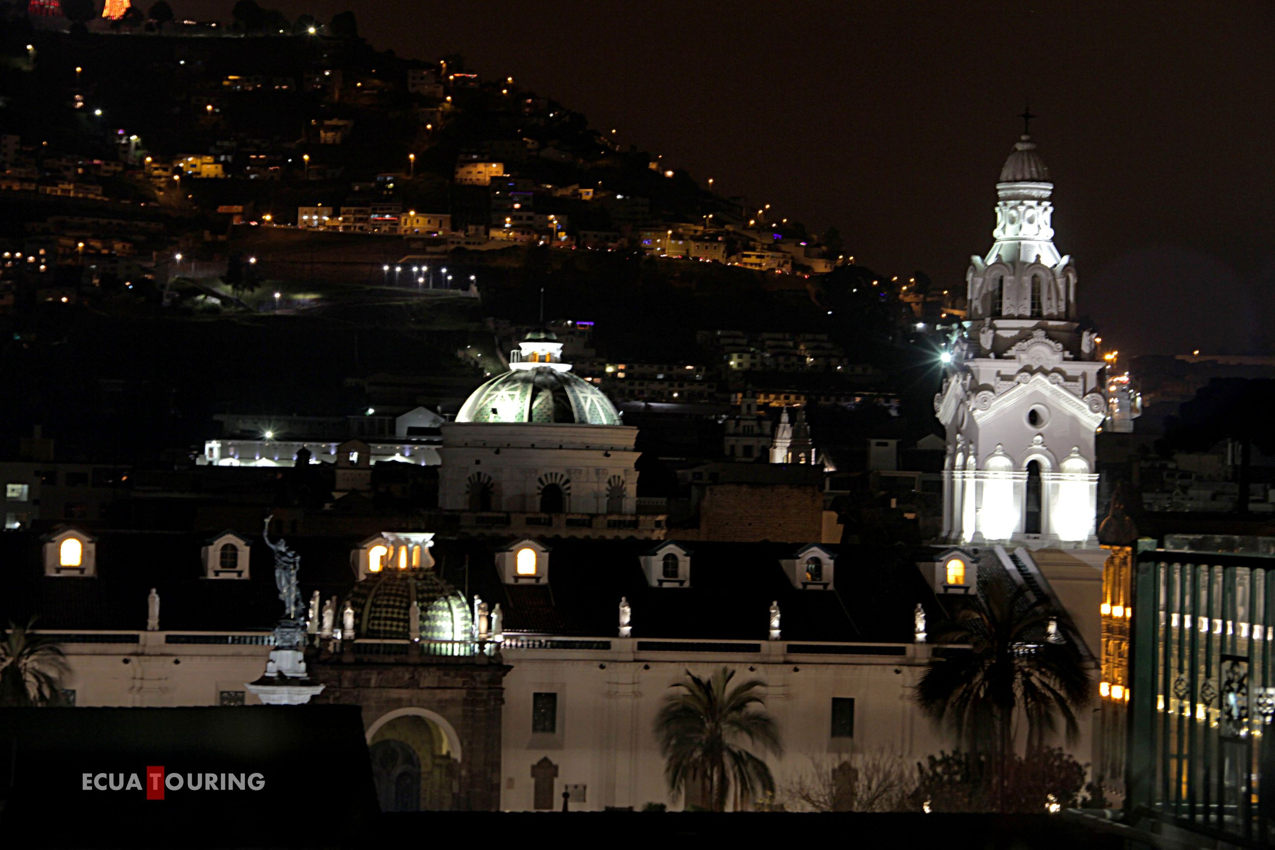 Old Quito Night Out, ecuatouring, quito oldtown, quito at night, plaza de la independencia quito, plaza grande, palacio de corondelet, palacio presidencial, palacio presidencial, el gallo de la catedral, Quito night tour, quito at night, quito oldtown at night