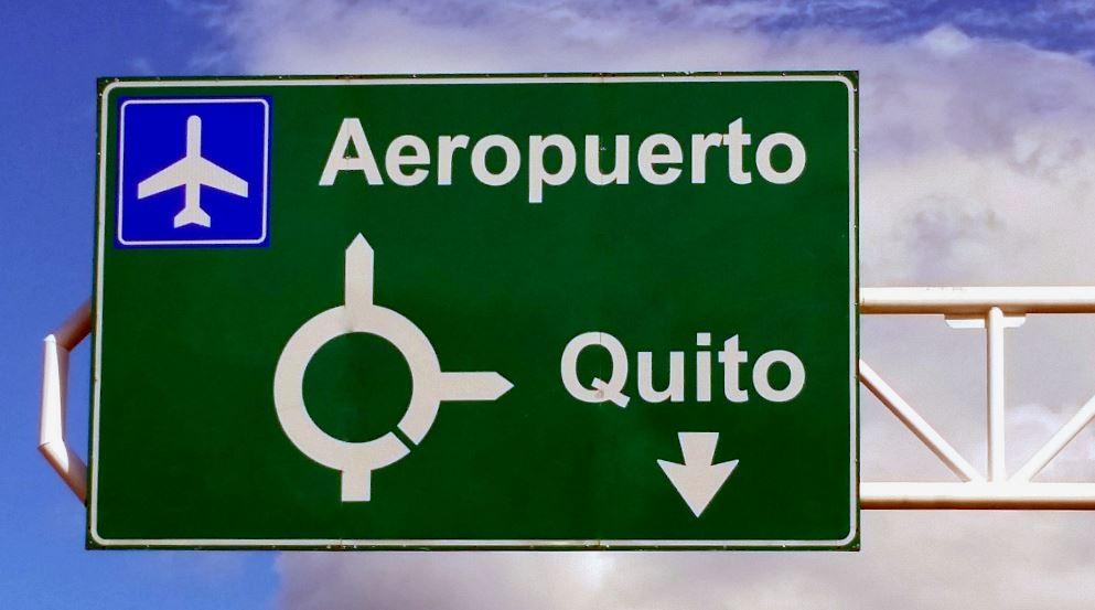 https://www.ecuatouring.com/wp-content/uploads/2018/08/Quit-Airport-taxi-1.jpg