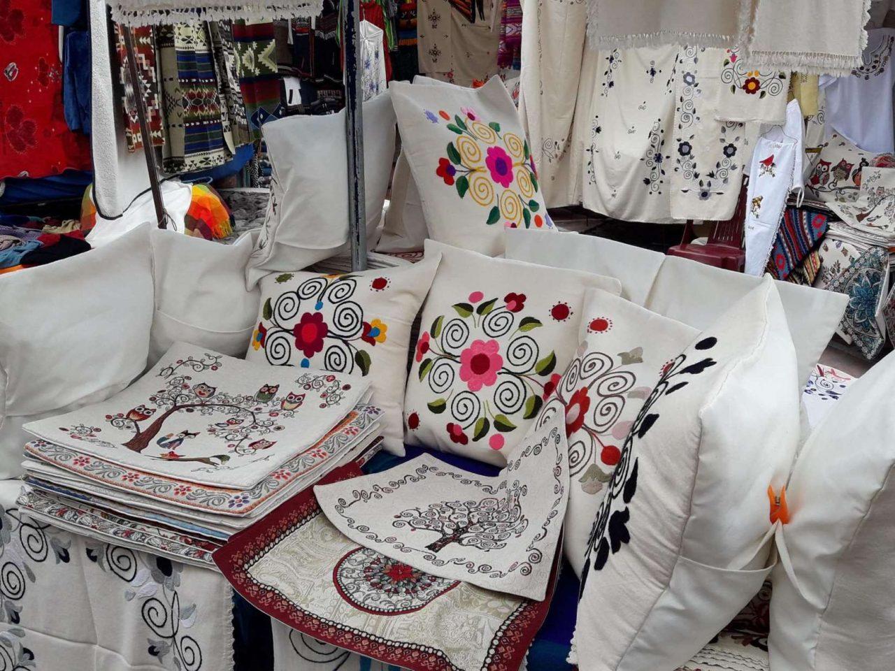 embroidery at otavalo market,otavalo market tour, tour otavalo market, quito to otavalo market, ecuatouring